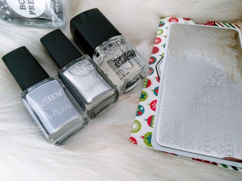 Snowflakes nail art