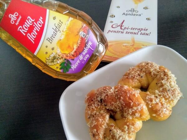 Mucenici cu miere și nucă