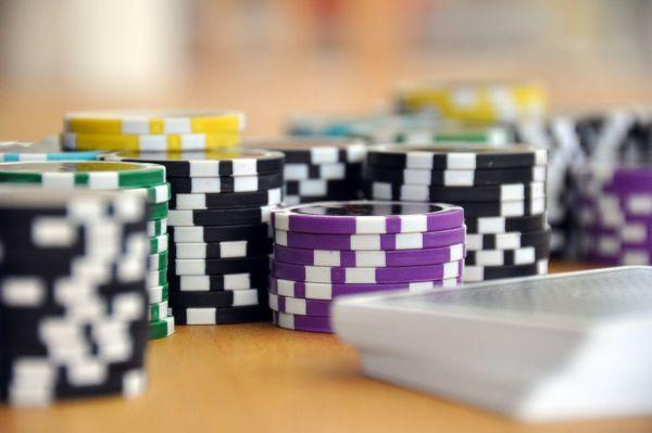 castig poker online