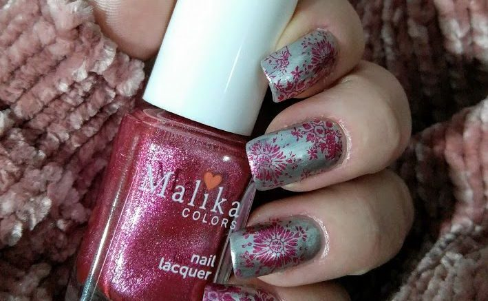 Snowflakes stamp nail art