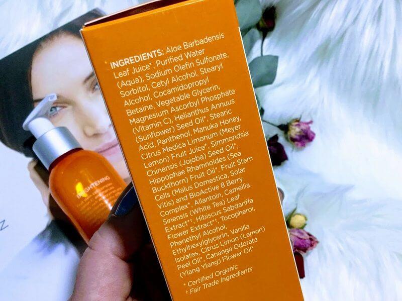 Gel-crema de curățare pentru luminozitatea tenului normal sau mixt.