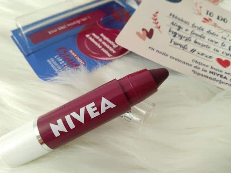 Black Cherry creion buze NIVEA