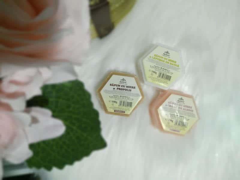"""""""Savon vegetal au Miel""""- Săpunurile Apidava, răsfăț olfactiv și alint pentru piele"""