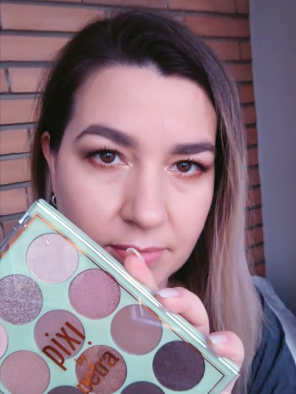 Makeup with Pixi Eye Reflections Palette review