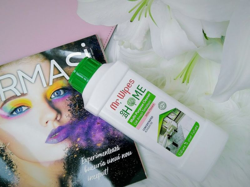 Detergent universal concentrat cu aromă de flori albe