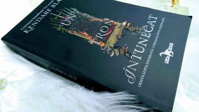 Un tron întunecat de Kendare Blake, recenzie carte