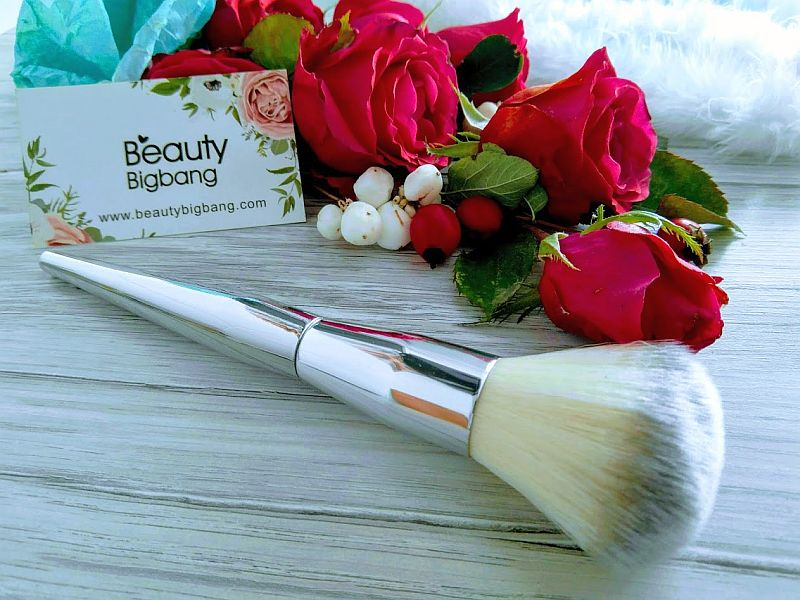 Powder Brush Silver Handle Makeup Brush Soft Blusher Brush