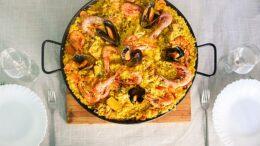 paella valenciana cu fructe de mare