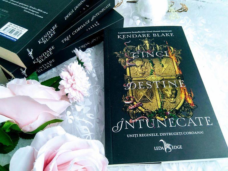 Cinci destine întunecate de Kendare Blake