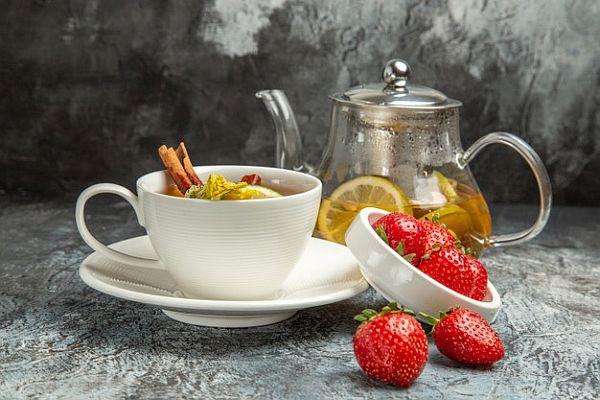Reteta ceai racoritor cu capsuni